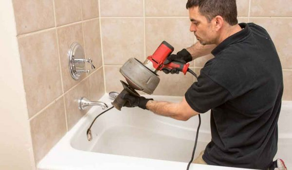 Bathtub-Unclogging-repair